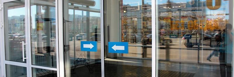 avtomaticheskie alyuminievye dveri