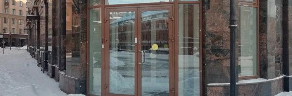 vhodnye alyuminievye dveri